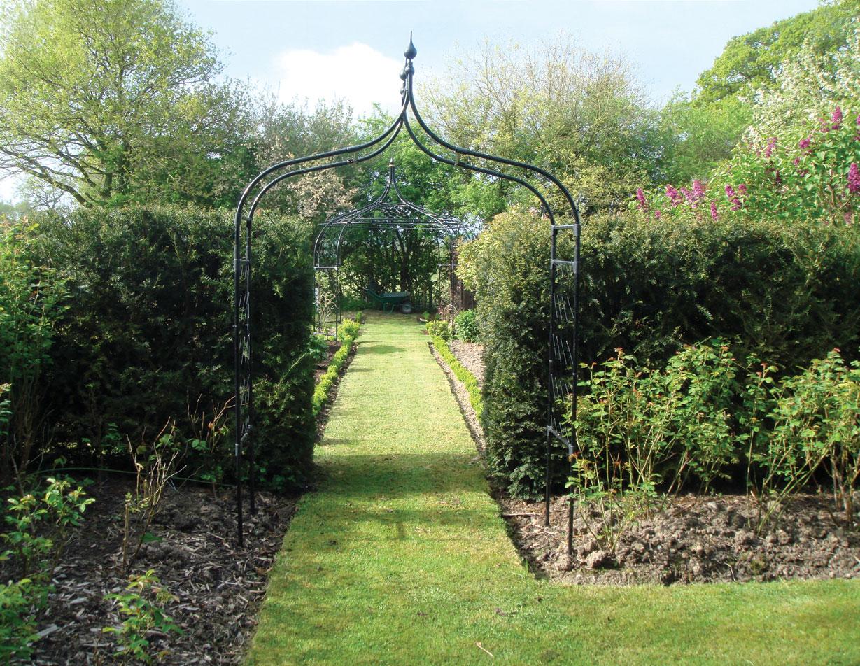 Superbe Gothic Garden Arch   Steel Ogee Style Garden Arch