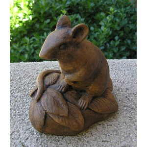 Standing Mouse statue - Earth