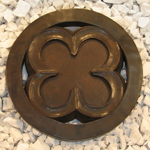 Quatrefoil Step Stone in Dark Walnut