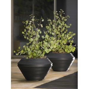 Daniel Round   Lightweight Resin Planter   Caviar Black