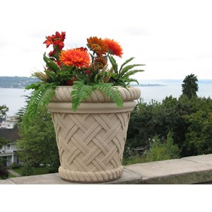 Vicenza - cast stone basket weave planter - Creme